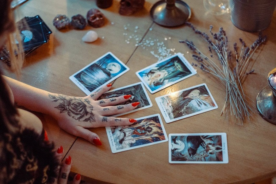 One of the most significant benefits of free online tarot card reading is the power to attain clarity in both thought and actual vision